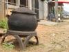Chaudron de sorciere? Non, poubelle fabriquee de pneus recycles!